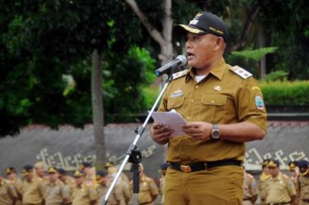 Wakil Bupati Lampung Selatan Nanang Ermanto memimpin upacara peringatan HUT Otonomi Daerah ke XX tahun 2016 tingkat Kabupaten Lampung Selatan, Senin 25/4/2016. | Diskominfo Lampung Selatan