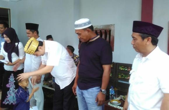 Anggota DPR RI Aziz Syamsudin Santuni Anak Yatim Piatu di Lampung Tengah