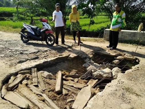 Breaking News: Anggota Polsek Tanjungkarang Timur dan Korban Datangi Rumah Terduga Penggelapan