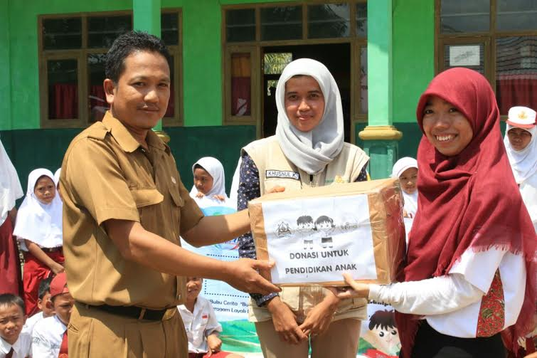 KAKPN Provinsi Lampung bekerja sama dengan Pengajar  Tubaba Cerdas menyalurkan donasi berupa keperluan belajar anak, kepada tiga sekolah dasar di  Kabupaten Tulang Bawang Barat | ist