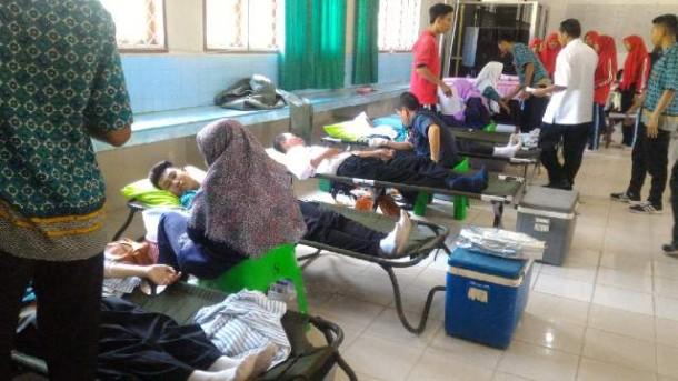 Seratusan Orang Ikuti Donor Darah PMR dan UKS SMAN 1 Tanjungbintang Lampung Selatan