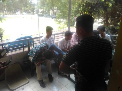 Polda Lampung menangkap tujuh orang di Gedung Graha Kemahasiswaan Unila, Jumat, 19/8/2016. | Andi Apriyadi/Jejamo.com