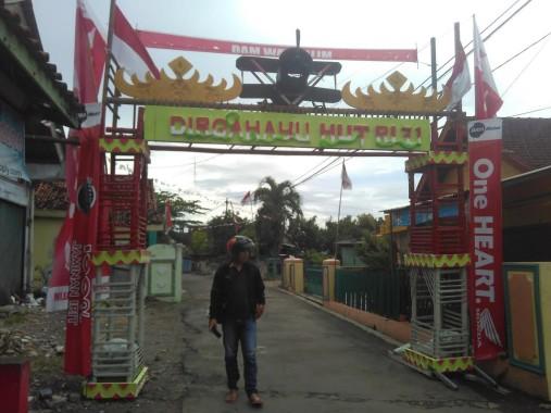 Gapura pesawat tempur di Jagabaya I, Way Halim, Bandar Lampung, Minggu, 14/8/2016. | Andi Apriyadi/Jejamo.com