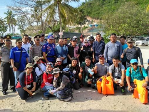 Peserta Jelajah Krakatau Dilepas, Wartawan dan Bloger Turut Serta