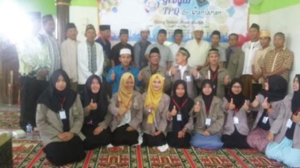 Krauk...Krauk...Krauk...Para Ibu Warga Kotabaru Bandar Lampung Heboh Makan Kerupuk