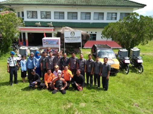 Komisioner, Sekretaris dan Staf KPU Kabupaten Tulangbawang Barat | Mukaddam/jejamo.com