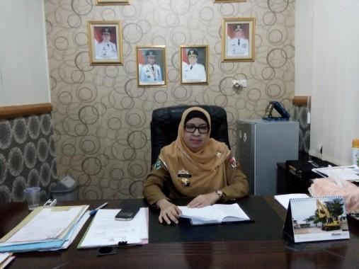Hj Maya Metissa, Kepala Dinas Kesehatan Lampung Utara, saat dimintai keterangan di ruang kerjanya | Lia/jejamo.com