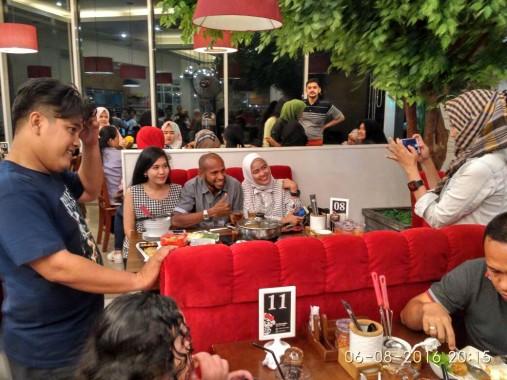 Makan di Shabu Kitchen MBK Lampung, Legenda Timnas Indonesia Ini Kebanjiran Foto Bareng