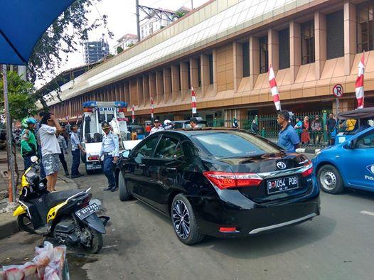 Tak Terima Mobil Diderek, Anggota DPRD DKI Jakarta dari PDIP Cekcok dengan Anggota Dishub