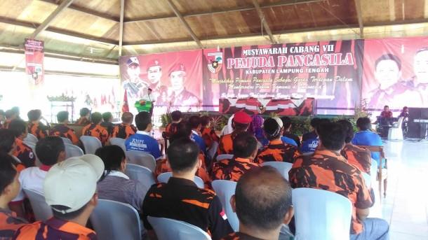 Bupati Lampung Tengah saat memberikan sambutan dalam muscab pemuda Pancasila | Raeza/jejamo.com