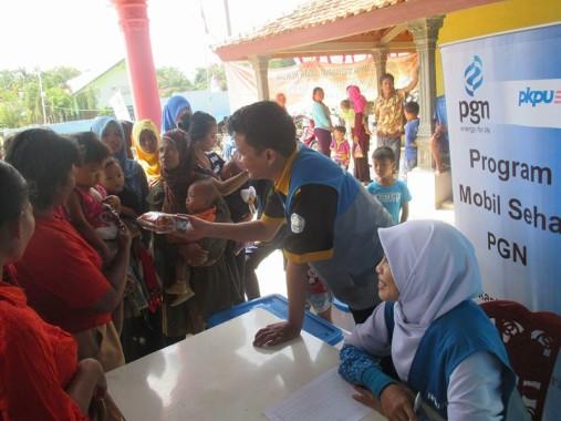 PGN-PKPU Lampung Pengobatan Gratis dan Bagi Makanan Tambahan di Tuba Barat
