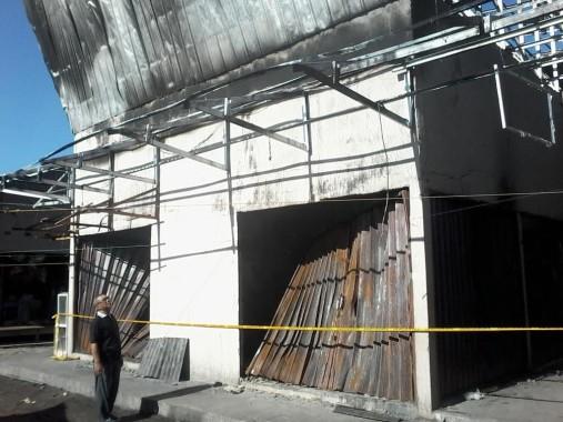 Pasar Dayamurni di Tulangbawang Barat yang terbakar hari Senin lalu. | Mukaddam/Jejamo.com