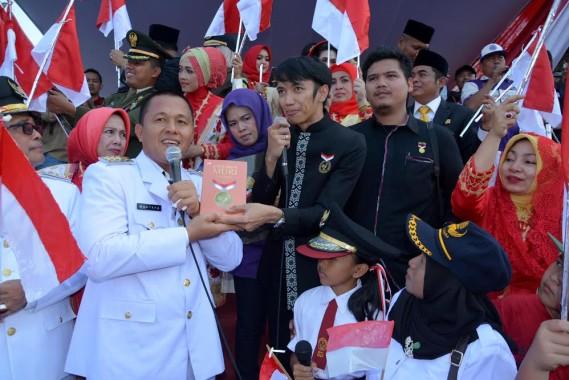 Advertorial: Gerakan Sejuta Bendera dari Lampung Tengah untuk Indonesia, Pecahkan Rekor MURI