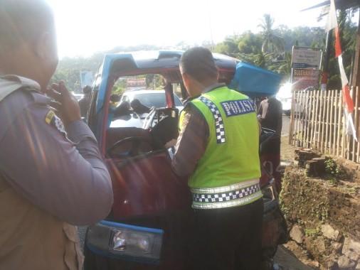 Polisi amankan mobil angkot
