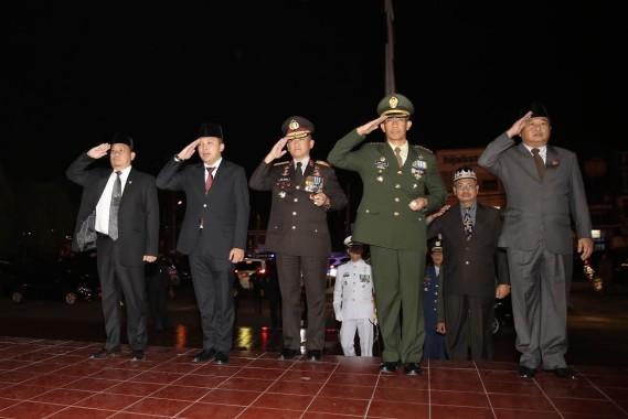 Gubernur Lampung Ridho Ficardo Renungan Suci di Taman Makam Pahlawan