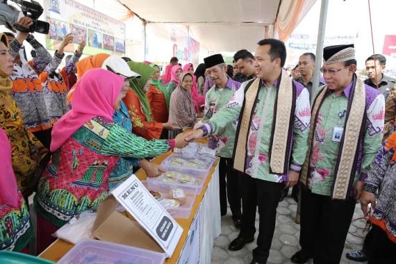 Gubernur Lampung M.Ridho Ficardho di Dampingi Bupati Pringsewu saat menghadiri acara Harganas | ist
