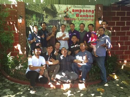 Reuni Rohis SMAN 2 Bandar Lampung di Rumah Makan Kampoeng Bambu, Sabtu, 6/8/2016. | Ist