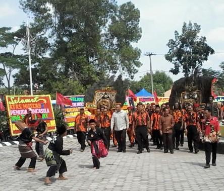 Bupati Agung Berencana Buatkan Baju untuk Seluruh Guru di Lampung Utara