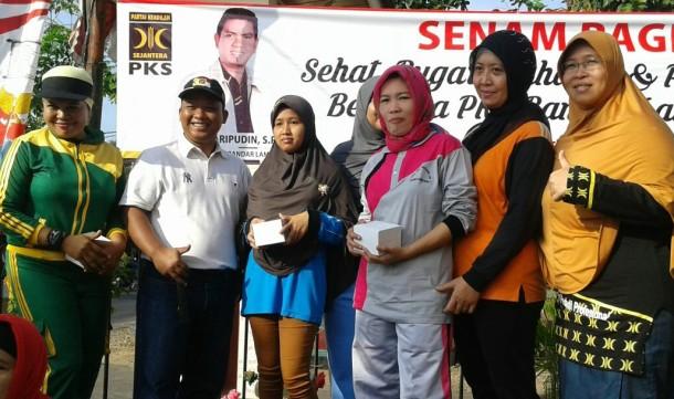 Puluhan Lansia Senam di Halaman DPD PKS Bandar Lampung