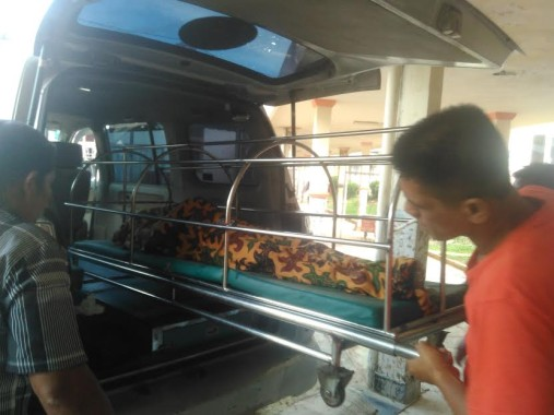Korban kecelakaan saat akan dibawa pulang keluarga untuk dimakamkan, Selasa, 23/8/2016|Andi/jejamo.com