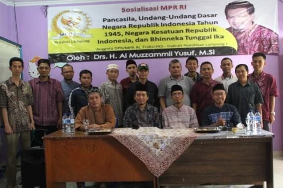 Anggota DPR asal Lampung Al Muzzammil Yusuf mengisi sosialisasi 4 Pilar Kebangsaan di SMPT IT Fitra Insani hari Minggu kemarin. | Ist