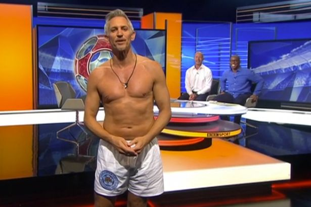 Gary Lineker saat memnadu acara Premier League Match of the Day (MOTD) di BBC, Sabtu, 14/8/2016.  | BBC
