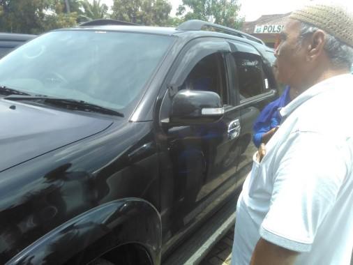 BREAKING NEWS: Kaca Fortuner Parkir Depan Indomaret Untung Suropati Dipecahkan, Rp50 Juta Amblas