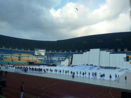 Personel Paskibra dan hiburan mulai geladi resik di Stadion Gelora Bandung Lautan Api, Gede Bage, Kota Bandung, Sabtu 17/9/2019. | Arif Surakhman/Jejamo.com