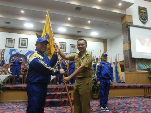 Gubernur Lampung M Ridho Ficardo, yang juga Ketua KONI Lampung, melepas kontingen atlet dan ofisial Pekan Olah Nasional (PON) ke XIX tahun 2016 di Jawa Barat, di Balai Keratun, Selasa,13/9/2016 | Sugiono/jejamo.com