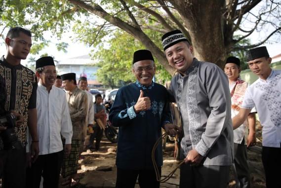 Gubernur Ridho Serahkan Seekor Sapi Kurban ke Kakanwil Kemenag Lampung