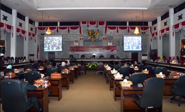 Suasana rapat paripurna istimewa HUT ke-71 RI di DPRD Kota Metro. | Ist