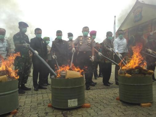 Polda Lampung Bakar Barang Bukti Kejahatan Narkoba Sepanjang Tahun 2016