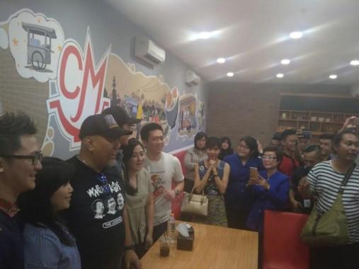Ratusan Penggemar Warkop DKI Reborn Kecewa Tak Bisa Foto Bareng Vino G Bastian di Mall Boemi Kedaton