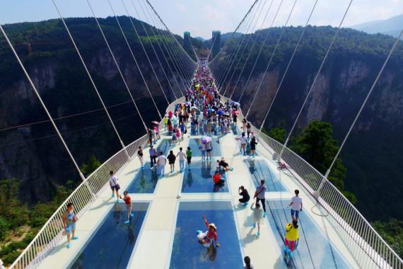 Jembatan kaca Zhangjiajie