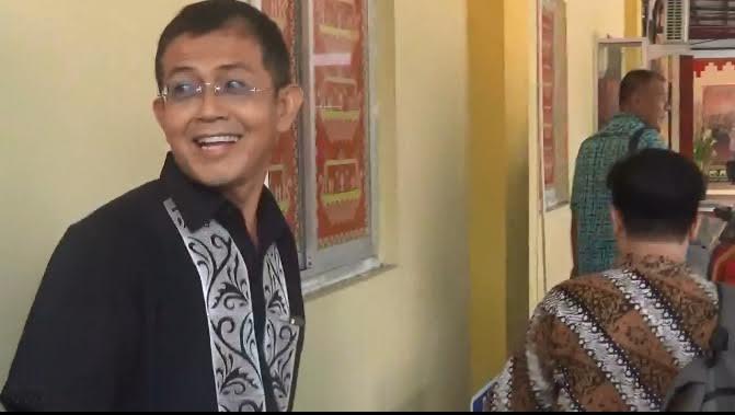Rahman Hidayat Beri Medali Emas untuk Lampung pada PON XIX Jawa Barat dari Angkat Besi