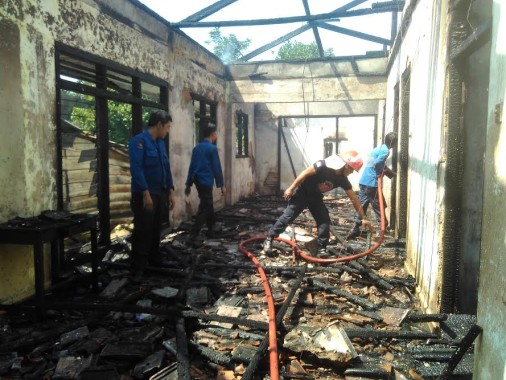Breaking News: Puntung Rokok Sebabkan Kebakaran Rumah di Kaliawi Bandar Lampung