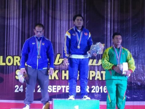 Lifter putra angkat berat Lampung yang turun pada kelas 74 kilogram Dony Meiyanto berhasil menyumbangkan medali emas| ist