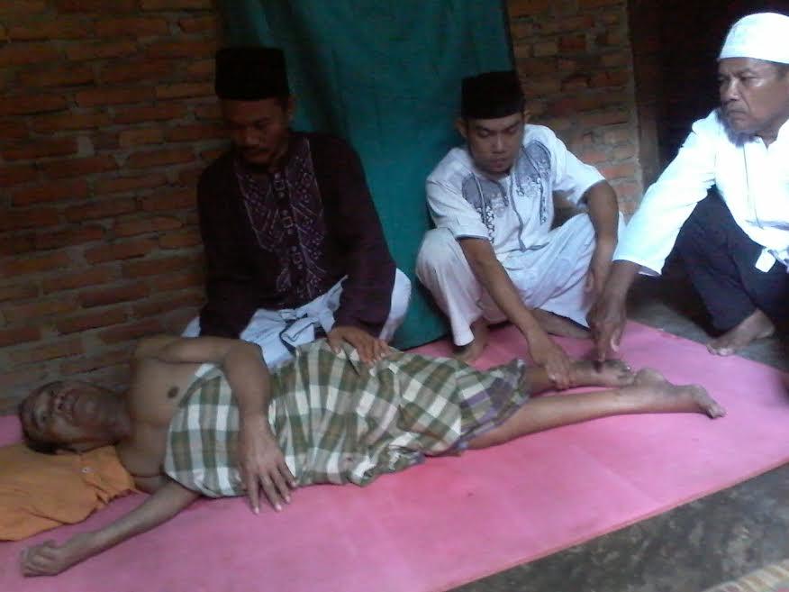 Basirun sedang didoakan oleh Anto Al imam Ja'far Sodiq |Buhairi/jejamo.com