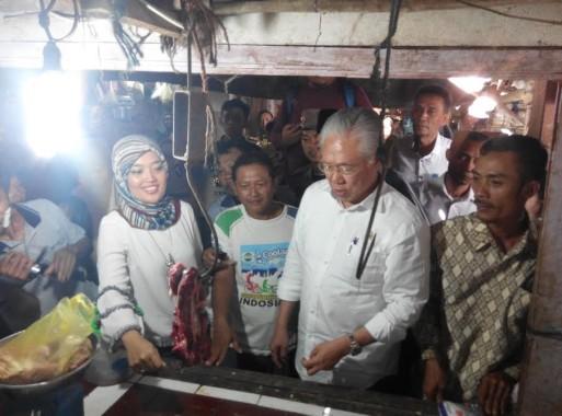 Menteri Perdagangan Tinjau Pasar Rajabasa Lama, Warga Berebut Foto Bareng