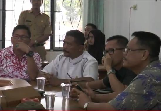 Anggota Komisi III DPRD Lampung Tengah menerima perwakilan pedagang Pasar Rumbia, 25/7/2016. | Raeza Handani/Jejamo.com