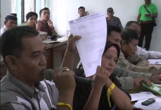 Pedagang Pasar Rumbia menemui Komisi III DPRD Lampung Tengah, 25/7/2016. | Raeza Handani/Jejamo.com