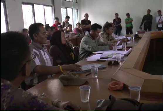 Pedagang Pasar Rumbia diterima Komisi III DPRD Lampung Tengah, 25/7/2016. | Raeza Handani/Jejamo.com