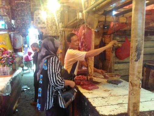 Pedagang Daging di Pasar Semep