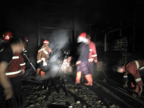 Panglong Kayu di Kedaton Terbakar, Karyawan Jaga Menghilang
