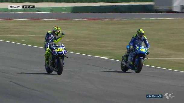 DihalangiEspargaro saat Latihan Bebas, Valentino Rossi Acungkan Jari Tengah