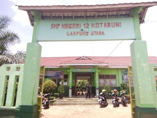Atap Ruang Kelas SMPN 12 Kotabumi Ambruk, Media Dilarang Meliput