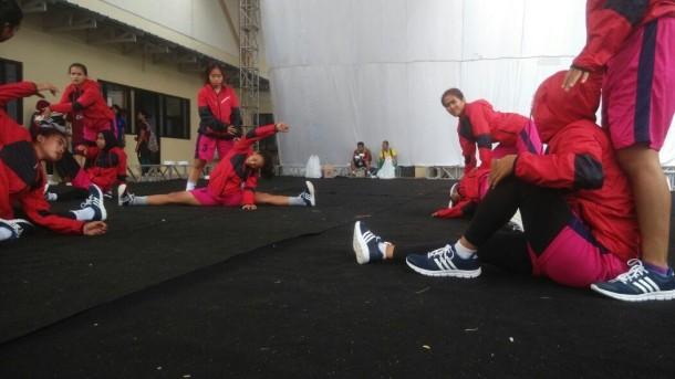 Tim sepak takraw Lampung  sedang lakukan pemanasan sebelum latih tanding di Sport Hall FPOK Universitas Pendidikan Indonesia, Bandung, Jawa Barat | ist