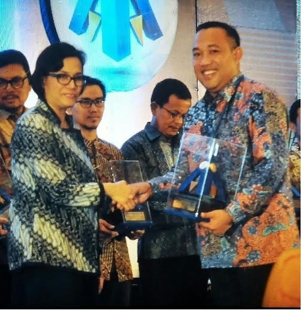 Bupati Tulang Bawang Barat Terima Penghargaan dari Menteri Keuangan Sri Mulyani