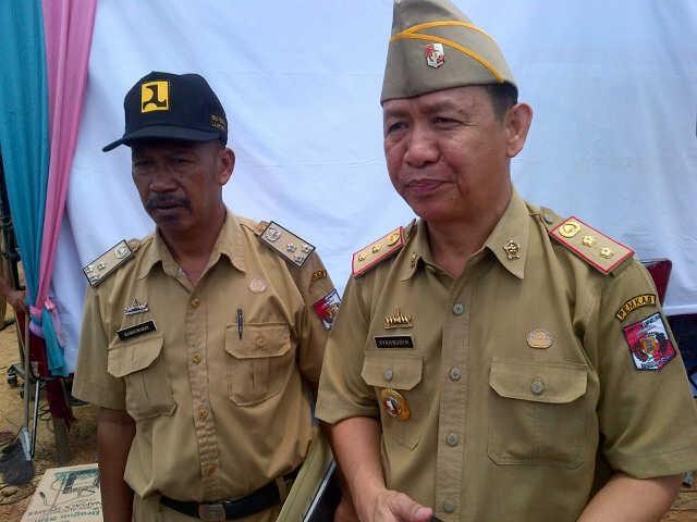 Warga Disekitar Kebun Sawit Diserang Luing, Dishutbun dan Distanak Lampung Utara Lakukan Penyemprotan