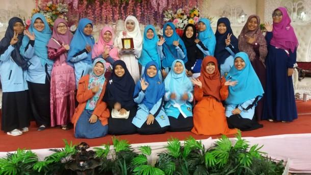 Devina Adinda merayakan pernikahan dengan anugerah Tim Kerja Sekolah Terfavorit FKAR Bandar Lampung, Minggu, 25/9/2016. | Desliyani/Jejamo.com